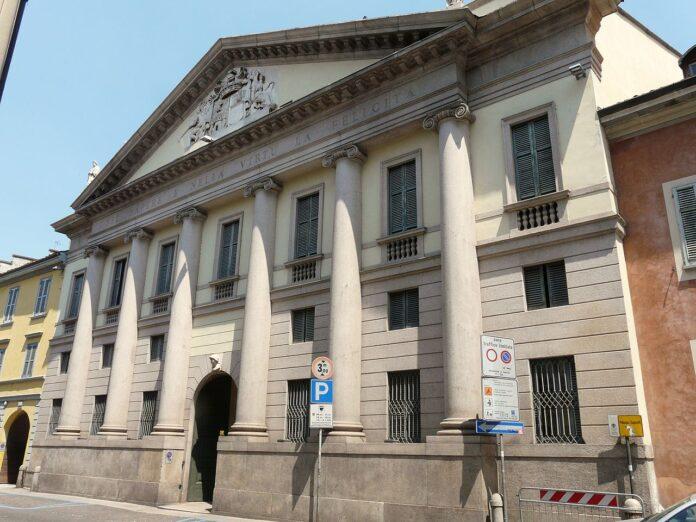 Vigevano, Palazzo Saporiti