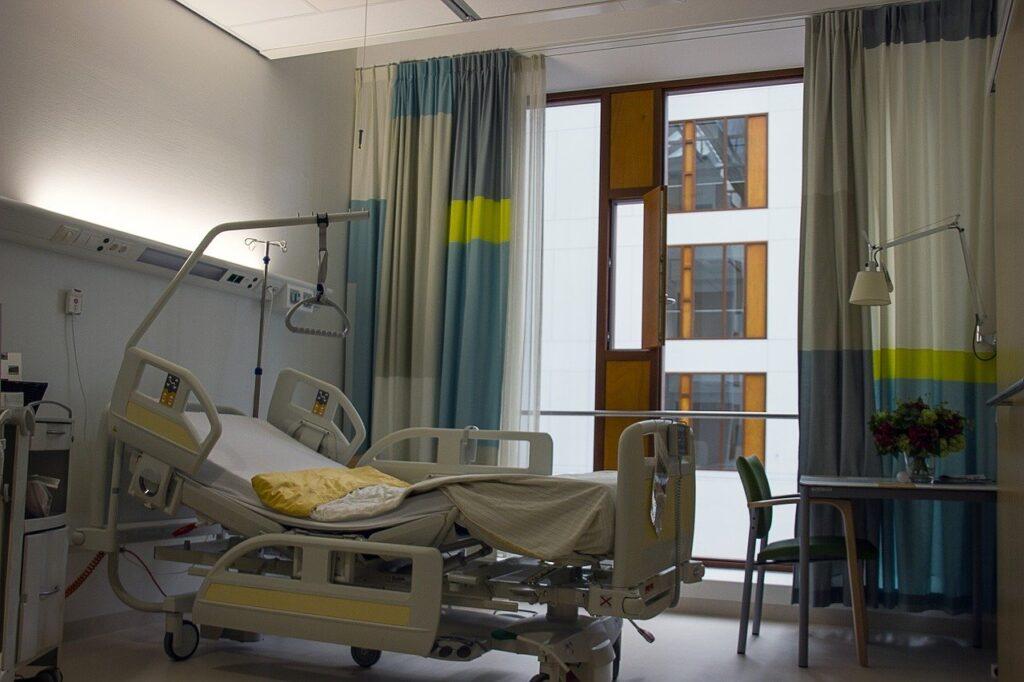Osservatorio 31-07 ospedale letto vuoto
