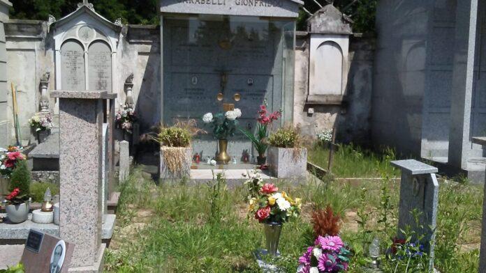 cimitero piccolini erbacce