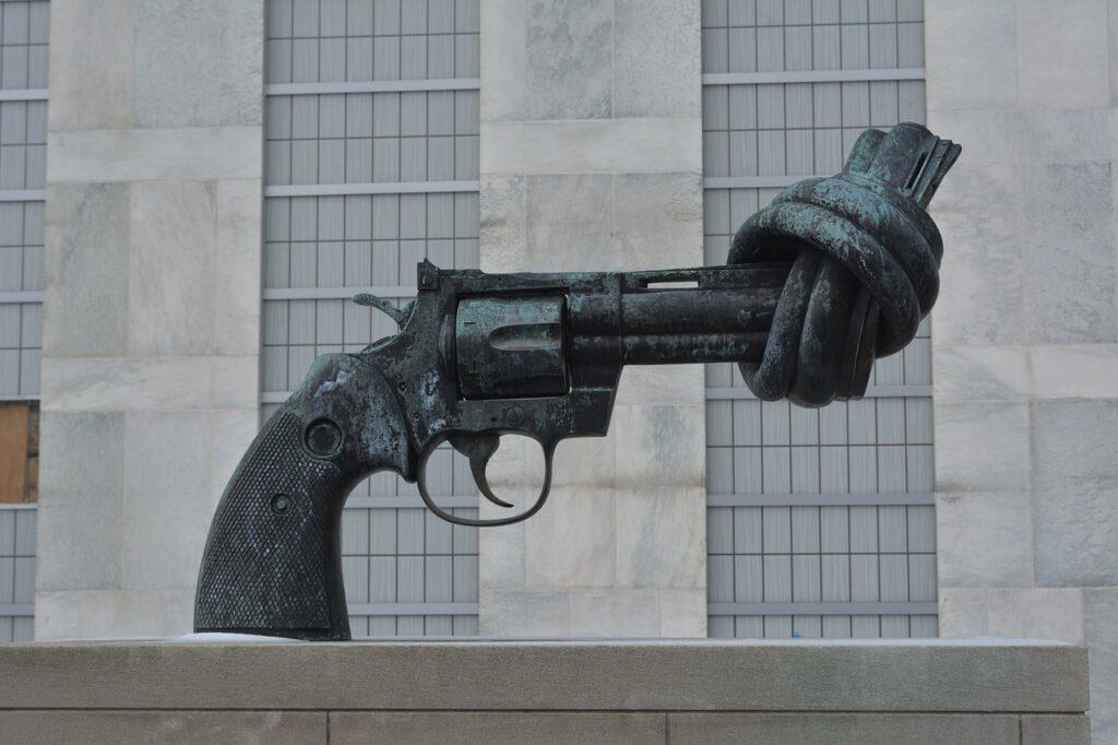 Osservatorio 25-09 pistola monumento