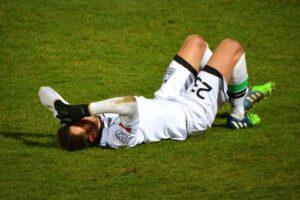 Osservatorio 04-12 calcio caduta